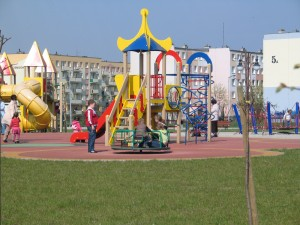 Bezpieczna nawierzchnia na plac zabaw (5)